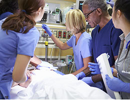 Blog_NursesRoleInPreventingDiagnsos_MedProfEDresuscitateTeamPatient_260x200px