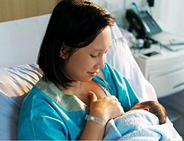 Blog_BreastFeedingPostDeliveryCare_BreastFeedMotherNewbornHospital_260x200px