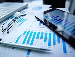 Blog_EmergencyMedicineAssessmentTool_ChartsGraphsPenGlasses_260x200px