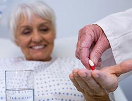 Blog_OpioidStrategiesToReduceHarm_PrescripDocGiveHospGeriatric_260x200px